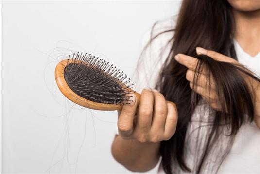 Slenka plaukai - sužinok galimas priežastis ir gydymo metodus