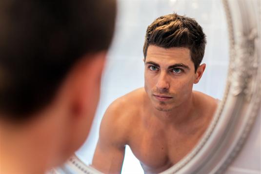 Tinkama odos priežiūra vyrams – ko svarbu nepamiršti?