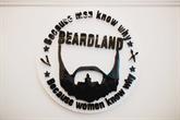 Atsakymai į klausimą kodėl svarbu rūpintis savo barzda + Rojus vyrams: Beardland kirpykla Vilniuje