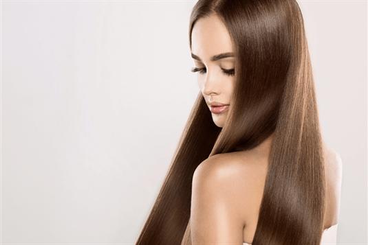 Patikrinti patarimai, kaip užsiauginti ilgus plaukus