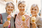 Tinkamiausi plaukų kirpimai ir šukuosenos vyresnėms moterims