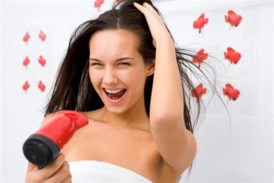 5 dažniausiai pasitaikančios plaukų priežiūros klaidos