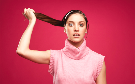 Riebaluojasi plaukai – priežastys ir sprendimo būdai