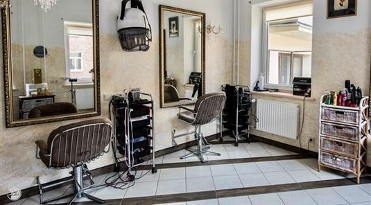 Slenka plaukai? Nefertitės salonas Vilniuje Jums padės!