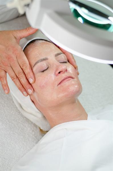 Drėkinanti veido procedūra